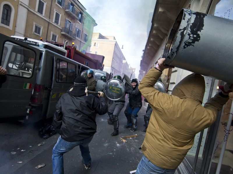 scontri piazza roma 1 Come far fallire una Rivoluzione