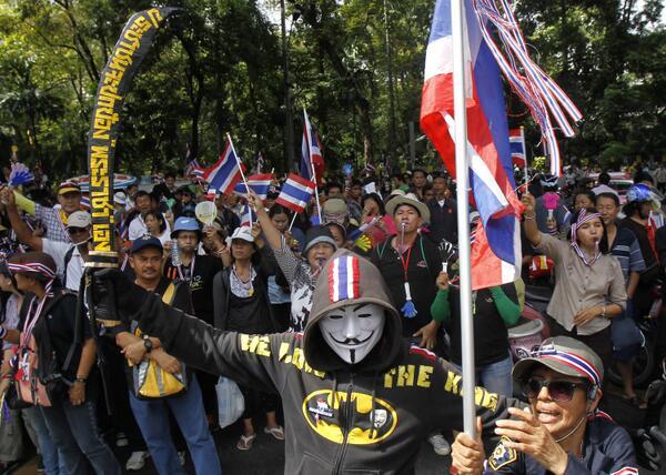 Manifestante ultra-monarchico