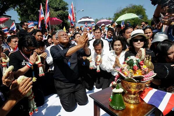 BaFSLScCcAAtPXp Thailandia: scontro frontale contro la democrazia