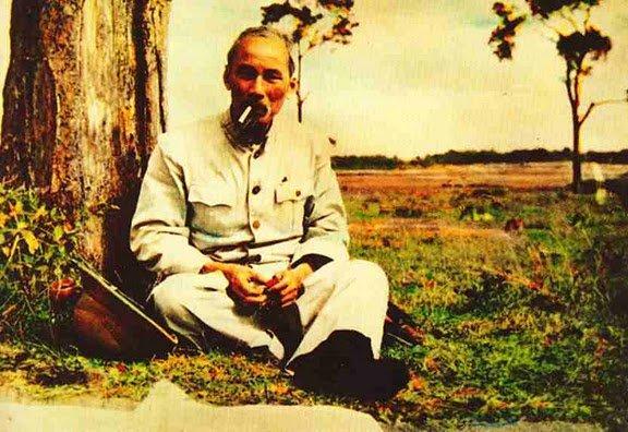 Ho Chi Minh Ho Chi Minh, Colui che Porta la Luce