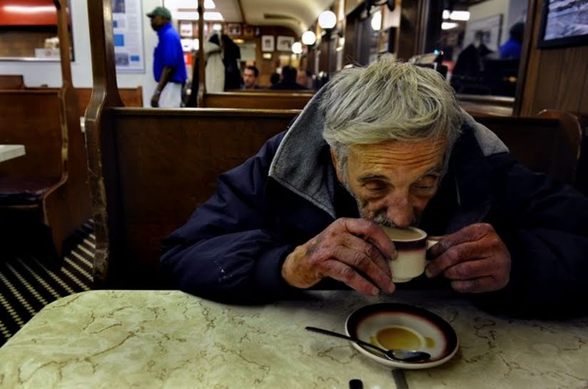 anziano beve Krugman: serve deprezzamento euro, non tagli salariali