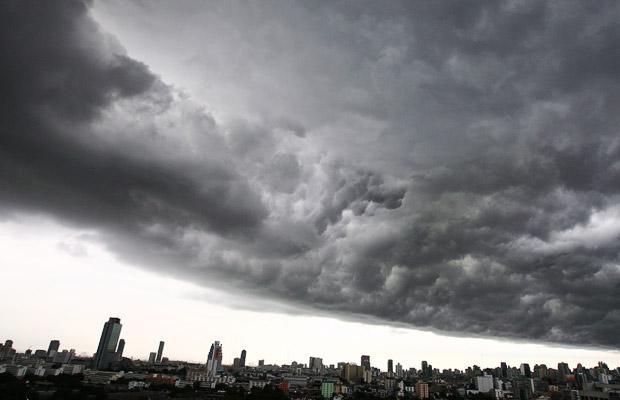 bangkok 1434010i Nubi allorizzonte, stava per piovere