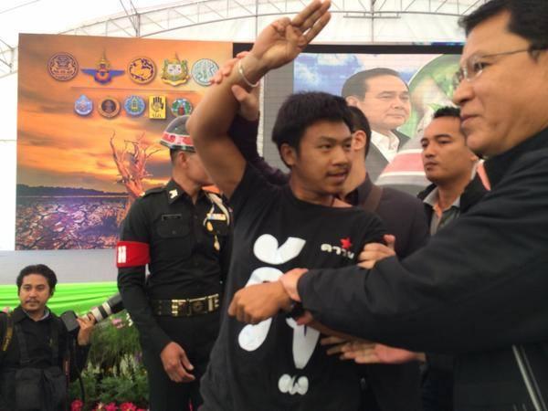 thai protest 2014 11 khon kaen Thailandia, Hunger Games simbolo della Resistenza