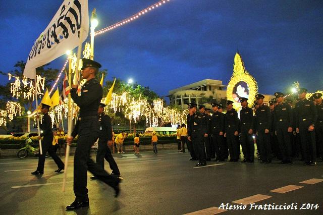 IMG 9120 2 resized Thailandia, compleanno del re: monarchici in piazza, lanziano Bhumipol allospedale