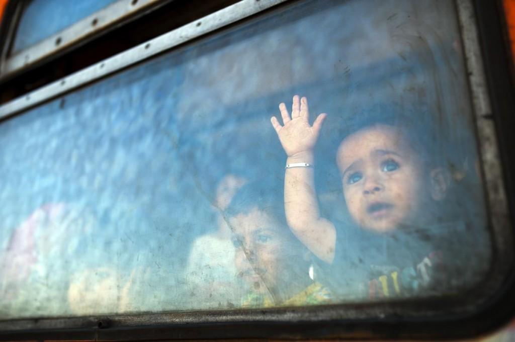 bambino siriano migrante profugo