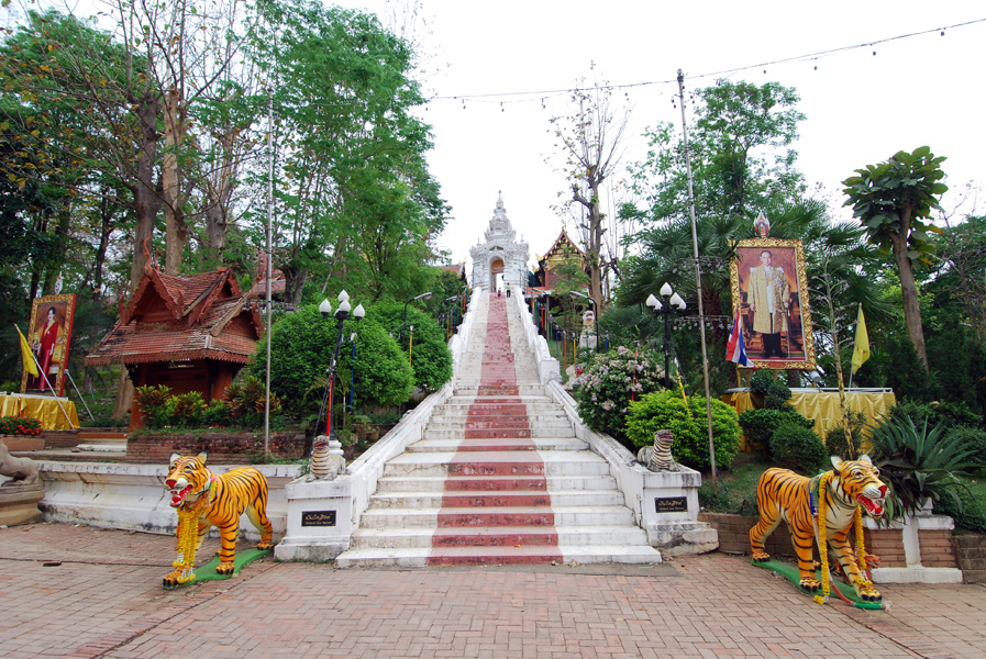 thailand temple Wat Phra That Cho Hee