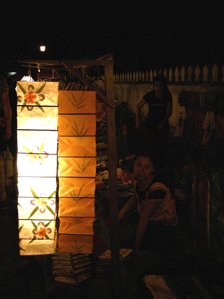 Le luci del mercato notturno a Luang Prabang