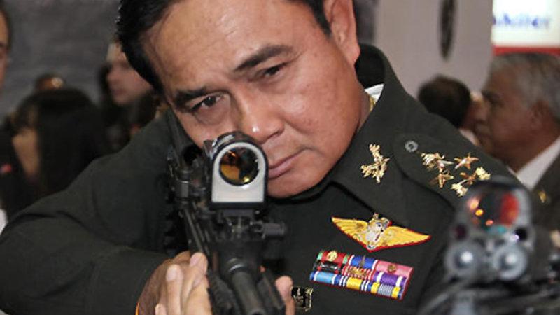 Il primo ministro thailandese generale Prayuth Chan-OCHA, prende la mira