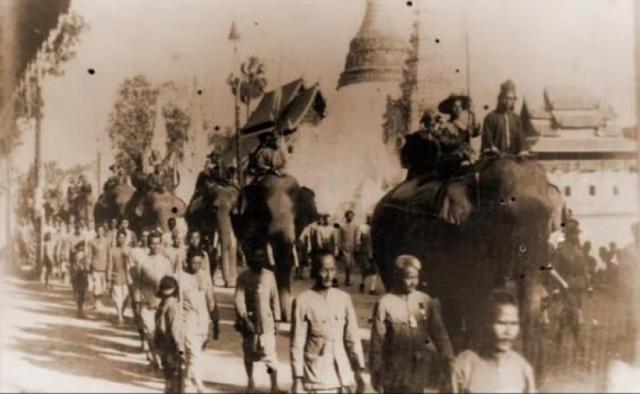 1898 - Una scena della visita a Chiang Mai di S.M. Rama V
