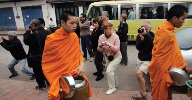 laos lung prabang monks