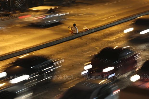 Bangkok Thailandia lavoro minorile ragazzo vebnditore ambulante minori sfruttamento