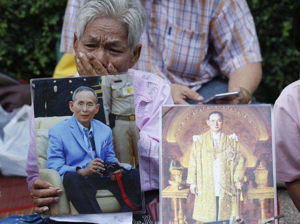 Il Re della Thailandia sta molto male: crolla la Borsa di Bangkok