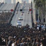 Thialandia, corteo funebre trasporta la salma di Re Bhumibol Adulyadej dall'ospedale al Palazzo Reale