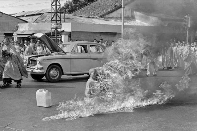 monaco buddhista Thích Quảng Đức che si diede fuoco a Saigon