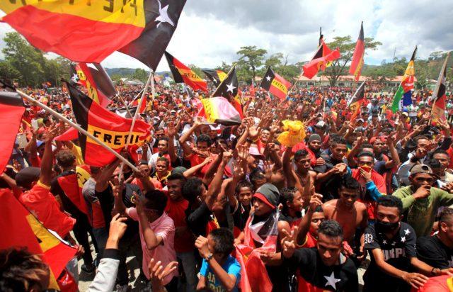 Sostenitori del Fronte rivoluzionario per Timor Est indipendente (Fretelin), il partito che ha vinto le elezioni a Timor Est