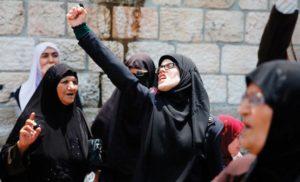 A Gerusalemme le proteste contro le nuove misure di sicurezza decise da Israele per gli ingressi nella Spianata delle Moschee hanno provocato diversi morti.